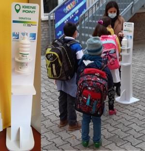 Donazione di colonnine igienizzatrici alla scuola